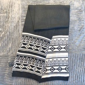 H&M Black and white patterned scarf